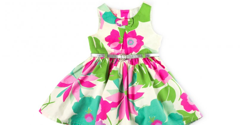 Make children's clothes. A cute floral pattern dress