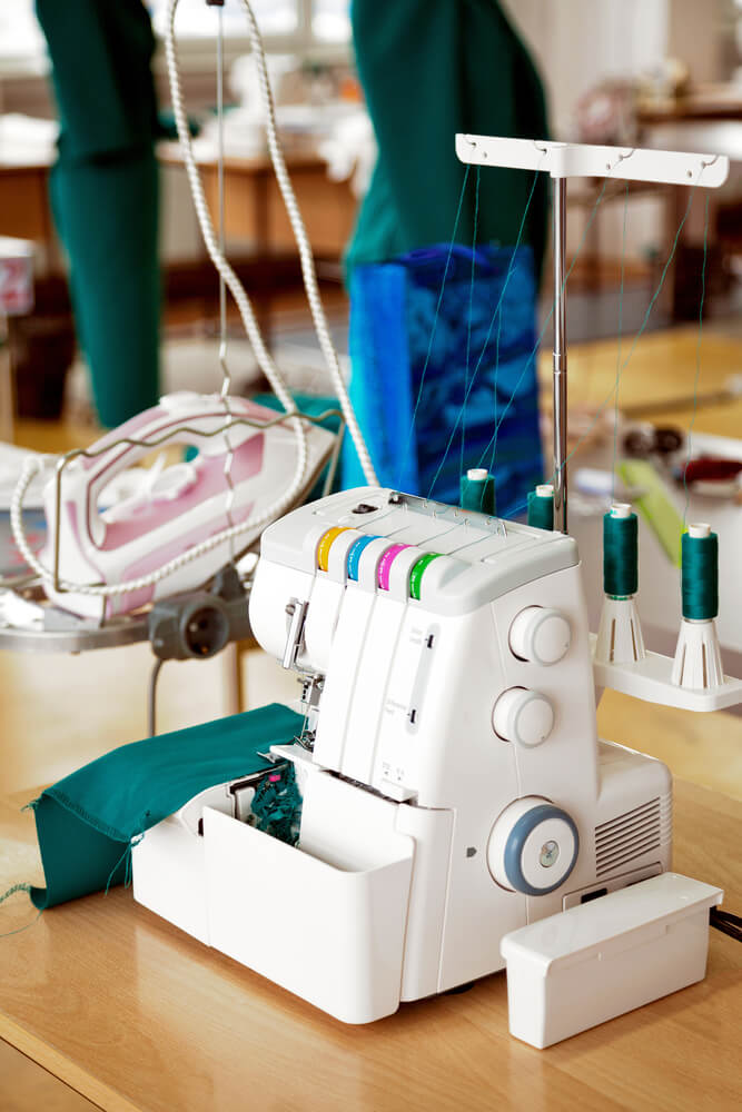 Know Your Overlocker online - an image of an overlocker sewing machine
